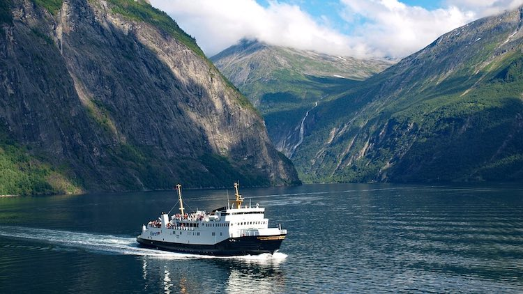 how to get from alesund to jotunheimen by car